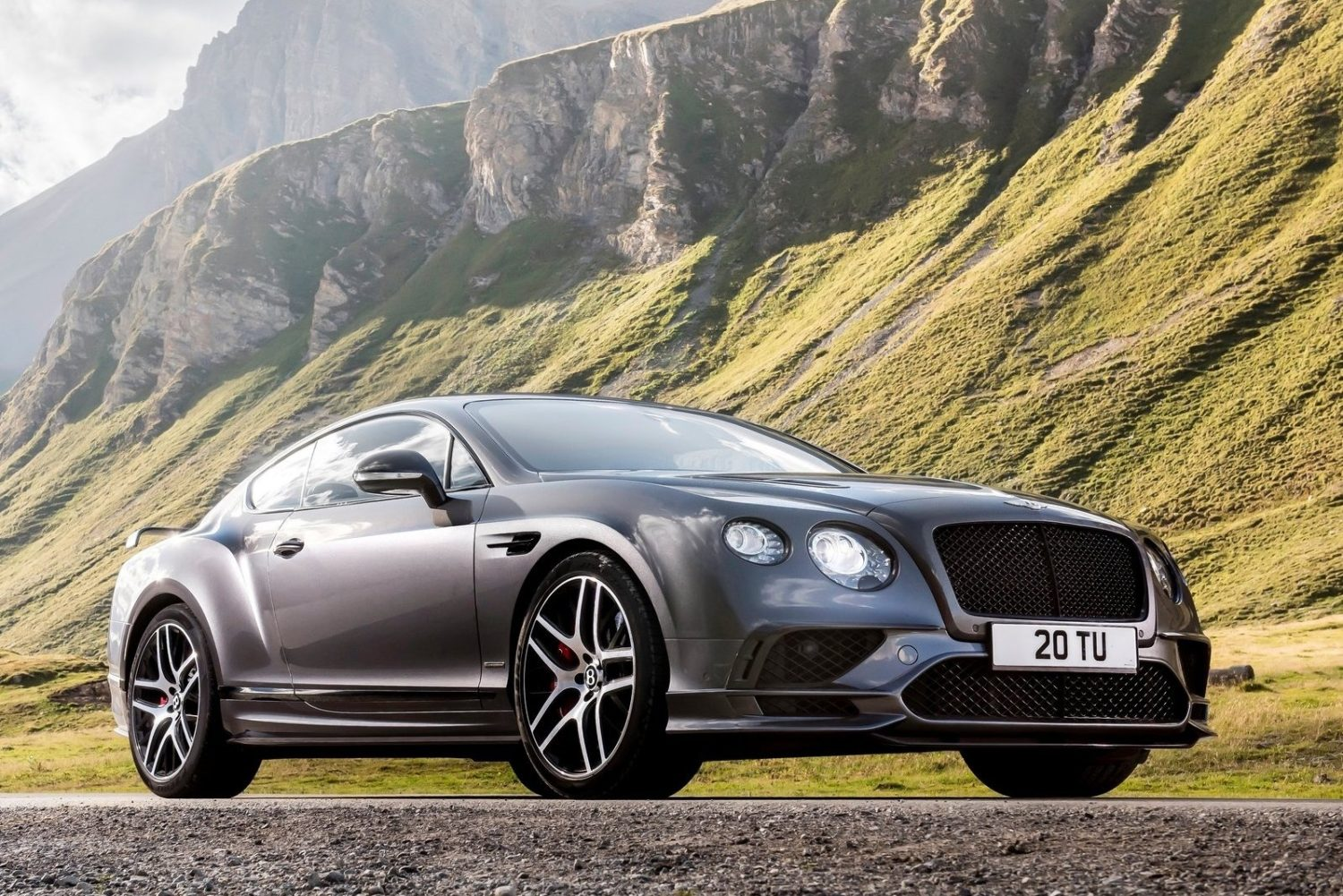 A bentley_continental_supersports_2018_5