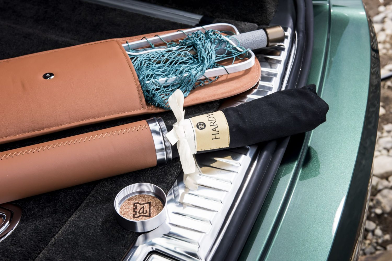 Bentley-Bentayga-Fly-Fishing-by-Mulliner-–-The-Ultimate-Angling-Accessory-8
